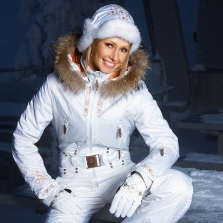Брендовая зимняя спортивная одежда для женщин отличается повышенной  способностью отводить влагу и не пропускать воду внутрь. 3b78cfc6c27