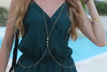 Цепочка на талию (30 фото): женский пояс-украшение на живот или платье