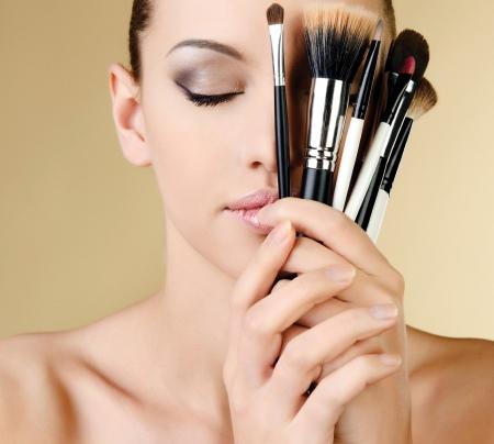 Какой крем можно наносить под макияж