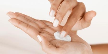 Омолаживающий крем для рук: рецепты своими руками, новинка от марки Черный жемчуг и Dermanika Hand Comfort