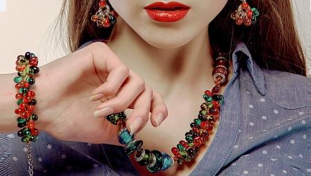 Браслеты из камней (120 фото): модели из натуральных камней с подвесками, с изумрудами и сапфирами, какие камни в моде