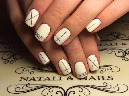 Как правильно клеить полоски на ногти
