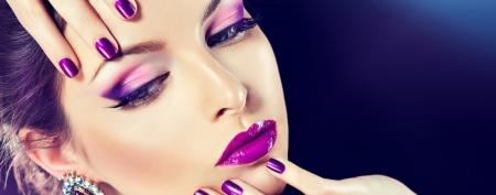 Как отстирать тональный крем с одежды? Чем вывести пятна с белой ткани, как оттереть косметику