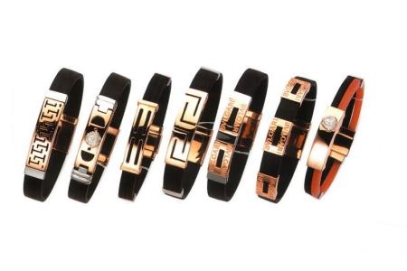 Каучуковый браслет с золотом (21 фото): женское украшение из каучука со вставками в виде кольца для женщин