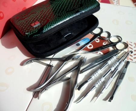 Инструменты для маникюра (48 фото): оборудование и профессиональные материалы, какие нужны, описание
