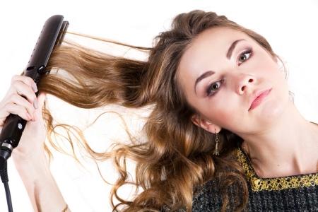 Как сделать локоны утюжком? 53 фото Как накрутить волосы выпрямителем, как правильно завить в домашних условиях, красивые укладки на средние волосы