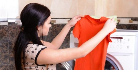 Чем отстирать корректор с одежды? Как оттереть канцелярскую замазку с брюк, как отмыть - штрих - с ткани в домашних условиях, можно ли удалить пятно быстро
