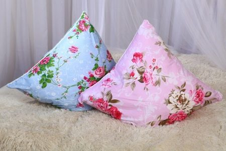 Как стирать подушки? Можно ли постирать ортопедическую подушку из бамбука в стиральной машине, как почистить изделие из синтепона и холлофайбера
