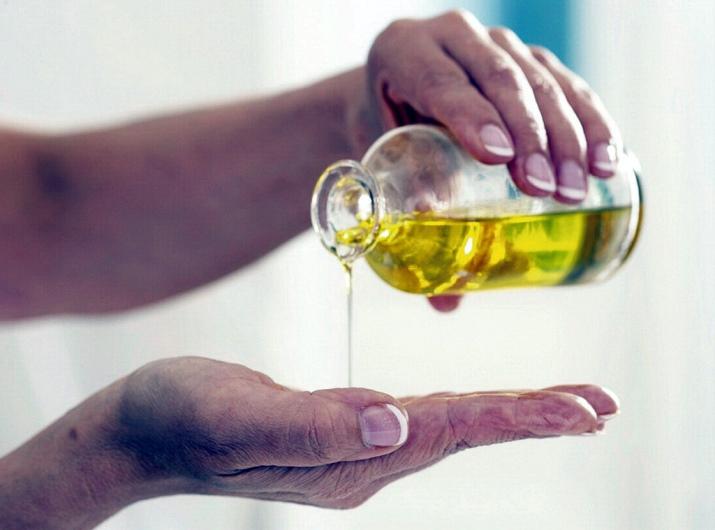 Льняное масло для лица от морщин: отзывы о применении средства в косметологии вокруг глаз