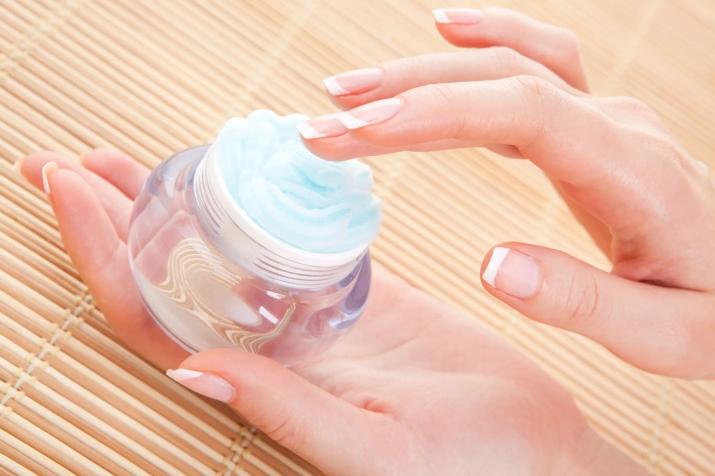 Лучший увлажняющий крем для рук: какое средство для кожи хорошее, как сделать косметику по уходу в домашних условиях, отзывы