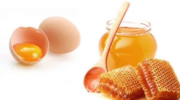 маску из яиц нанасить до мытья головы шампунем или после