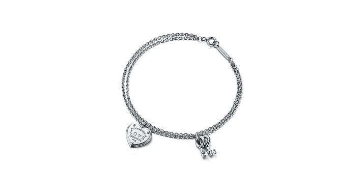 Браслет Tiffany; Co (62 фото): модели с маленьким сердечком и с крупным сердцем, красная нить, как отличить оригинал от реплики
