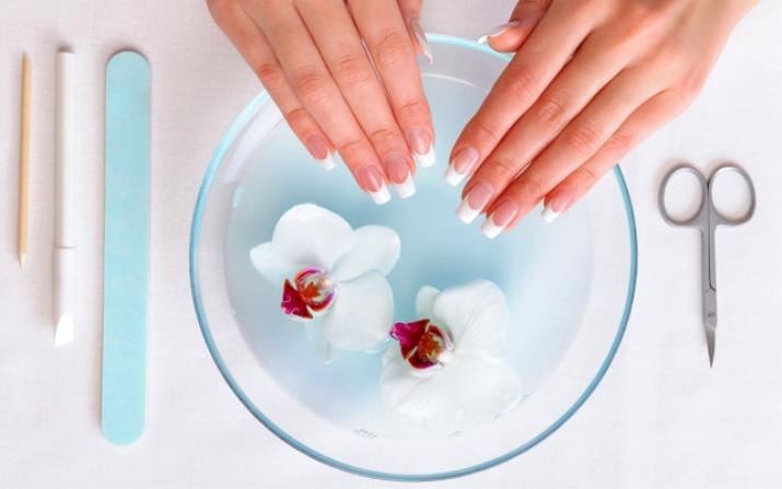 Дефекты при покраске ногтей (21 фото): почему лак на ногтях пузырится после нанесения, трескающееся средство после высыхания