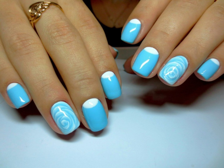 Бело голубой дизайн ногтей