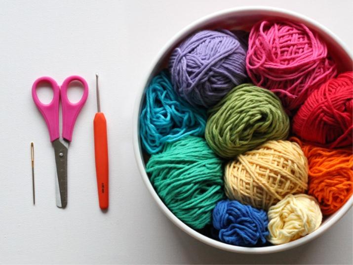 Фото крючков для вязания и ниток
