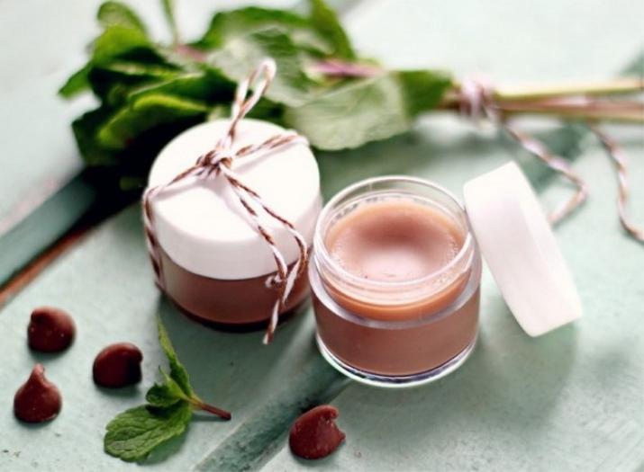 Как сделать блеск для губ? Как сделать матовым, рецепты в домашних условиях своими руками без вазелина