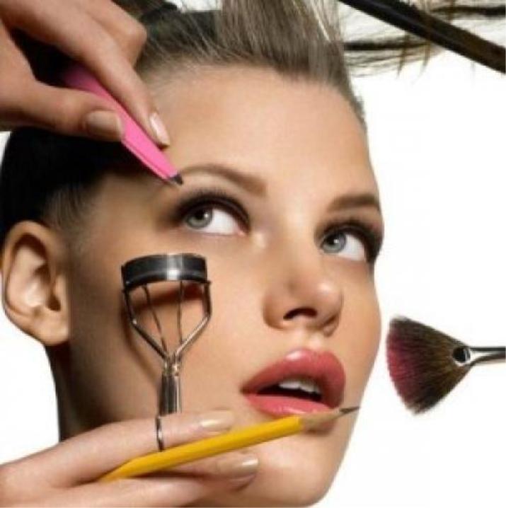 Дневной макияж для блондинки с зелеными глазами