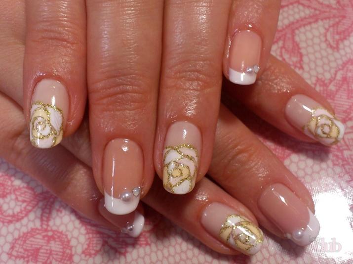 Маникюр с розами (29 фото): дизайн 2022 на ногтях в виде объемных рисунков цвета пыльной и чайной розы, в; мокрой; технике