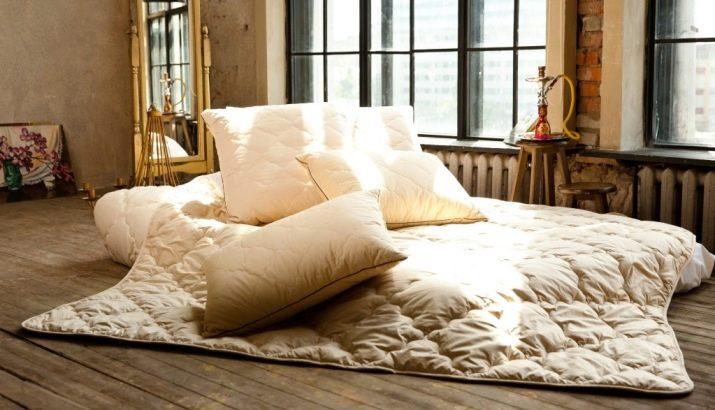 Как стирать одеяло? Деликатная стирка верблюжьего и бамбукового изделия в стиральной машине, как постирать модели с пуховым и ватным наполнителем в домашних условиях