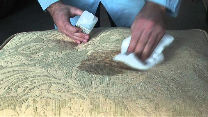 Как отстирать йод? Чем отмыть загрязнение с одежды из ткани белого цвета и как оттереть пятна с мебели и линолеума